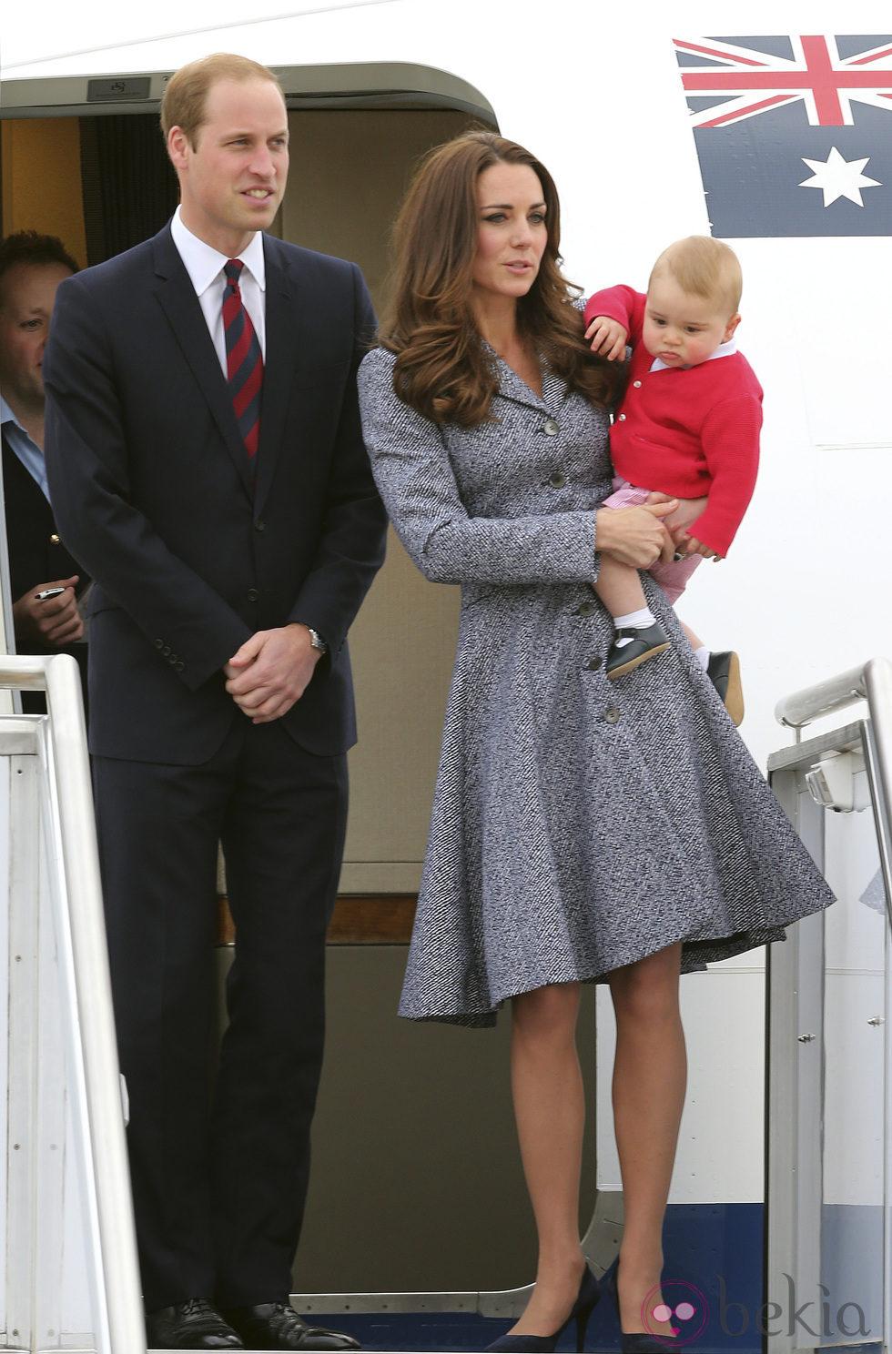 Los Duques de Cambridge se despiden de Australia junto al príncipe Jorge
