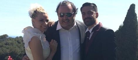 Torbe junto a María LaPiedra y Marc Amigó en su boda