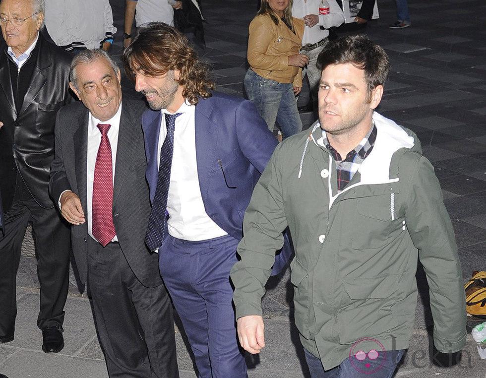 Fonsi Nieto y Javier Hidalgo en el funeral de Santiago Trapote