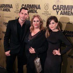 Paco León, Carmina Barrios y María León en el estreno de 'Carmina y amén' en Madrid