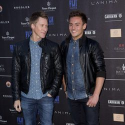 Dustin Lance Black y Tom Daley posan juntos en la fiesta Battersea Power Station 2014