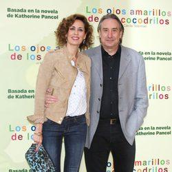 Lola Marceli y Juanjo Puigcorbé en el estreno de 'Los ojos amarillos de los cocodrilos' en Madrid