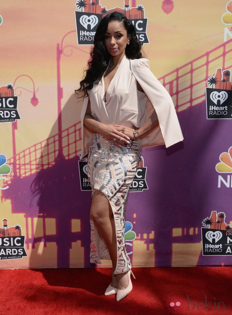 M.I.A. en la alfombra roja de los iHeartRadio Music Awards 2014