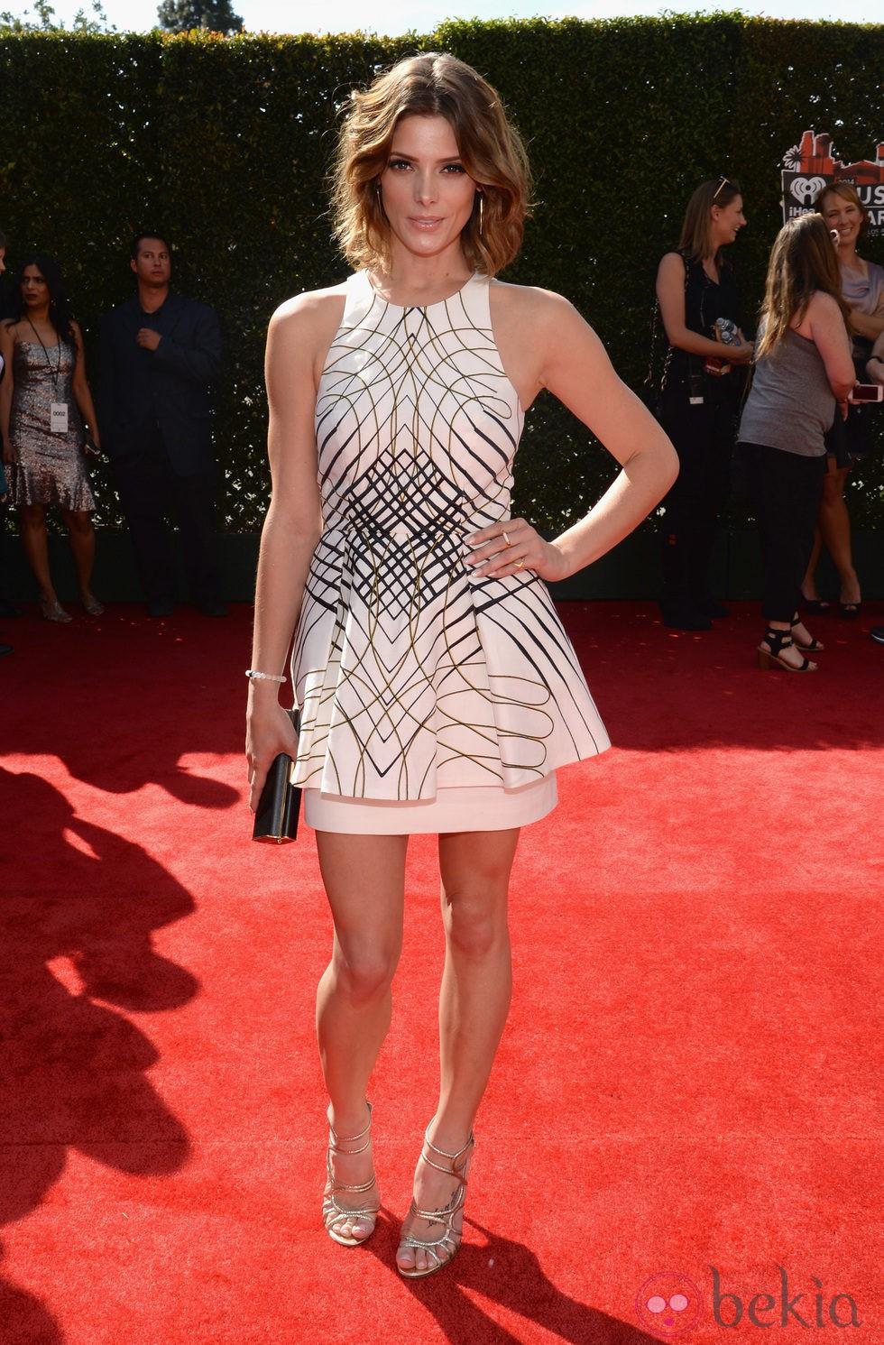 Ashley Greene en la alfombra roja de los iHeartRadio Music Awards 2014