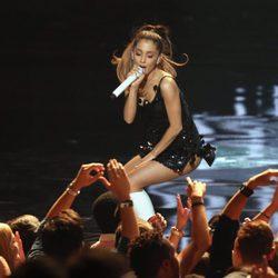 Ariana Grande durante su actuación en los iHeartRadio Music Awards 2014