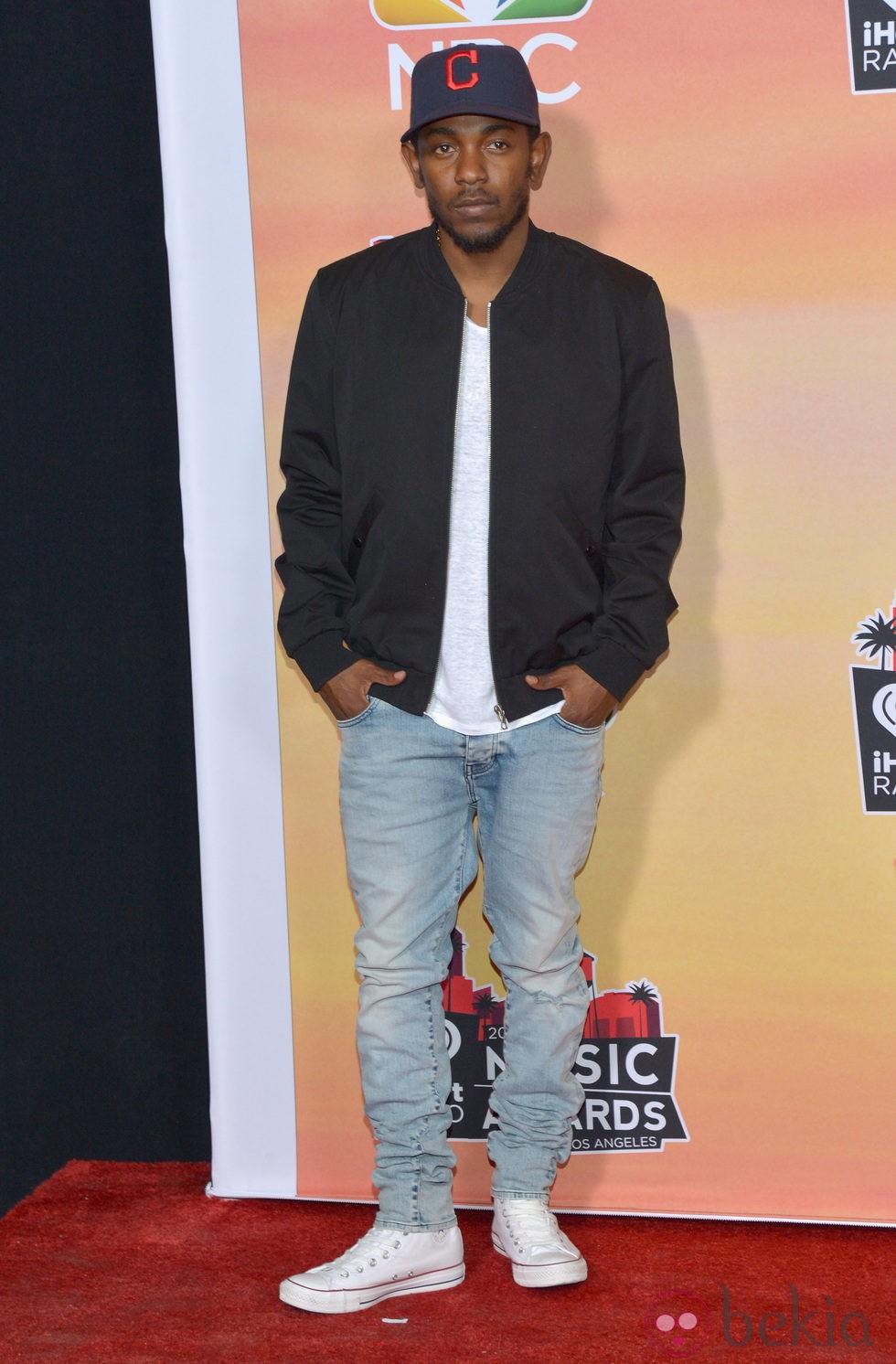 Kendrick Lamar en la alfombra roja de los iHeartRadio Music Awards 2014