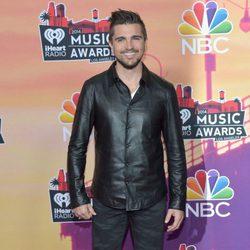 Juanes en la alfombra roja de los iHeartRadio Music Awards 2014