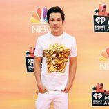Austin Mahone en la alfombra roja de los iHeartRadio Music Awards 2014