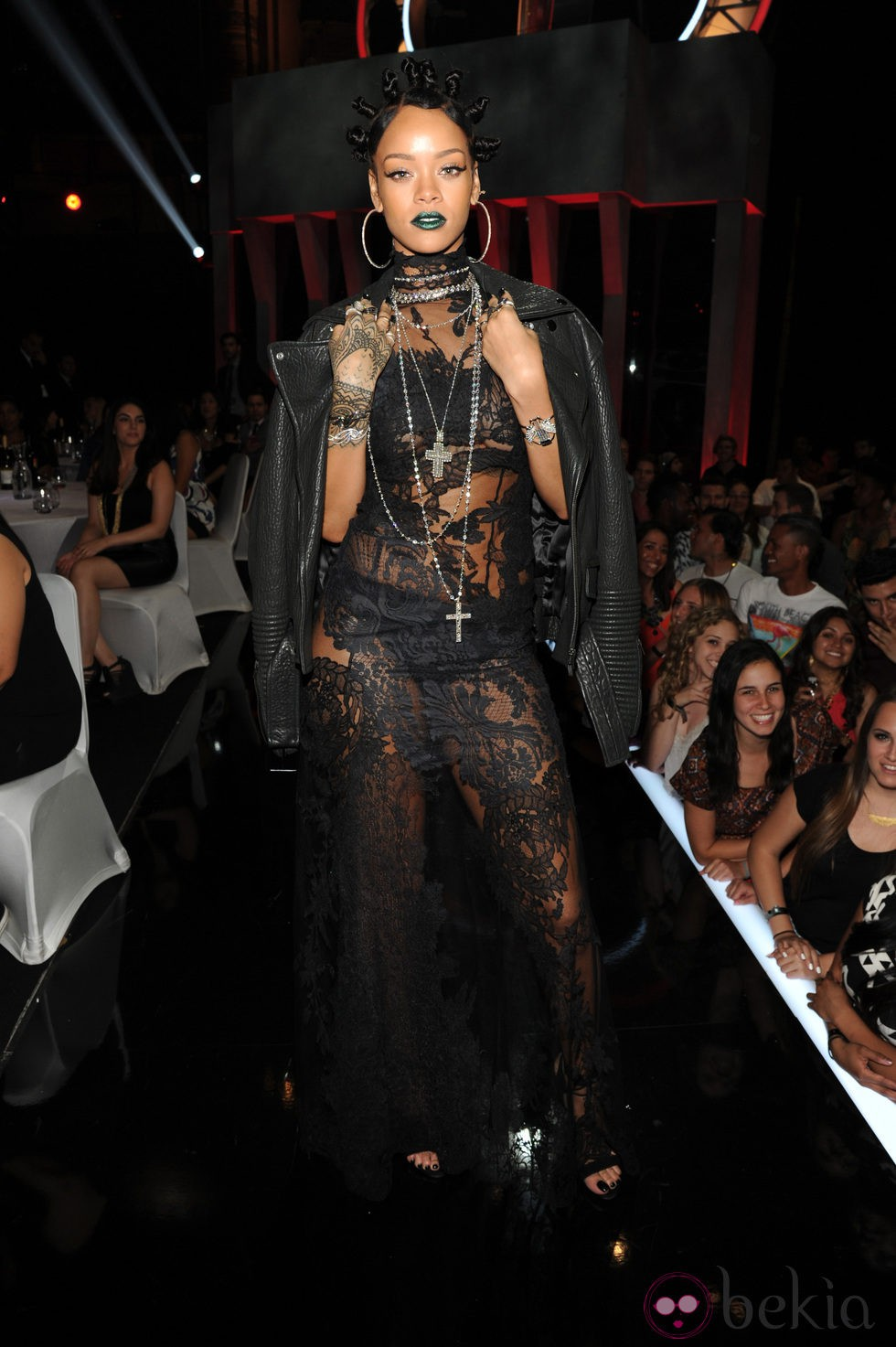 Rihanna en los iHeartRadio Music Awards 2014