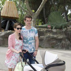 Gonzalo Ramos y Sofía Escobar con su hijo Gabriel en el Parque de Atracciones de Madrid