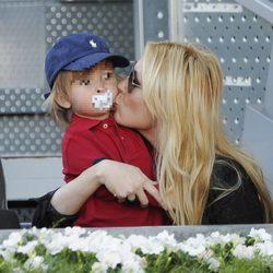 Carolina Cerezuela con sus hijo Carlos en el Charity Day del Open de Madrid 2014