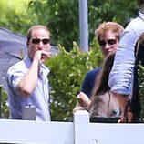 Harry y Guillermo de Inglaterra visitando la mansión de Elvis Presley 'Graceland'