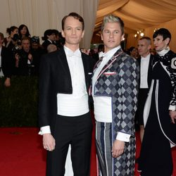 Neil Patrick Harris y David Burtka en la Gala MET 2014