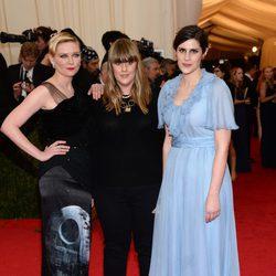 Kirsten Dunst, Kate Mulleavy y Laura Mulleavy en la Gala MET 2014
