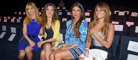 Yolanda Cardona, Nuria Cunillera, Daniella Semaan y Antonella Roccuzzo en el desfile de Rosa Clará