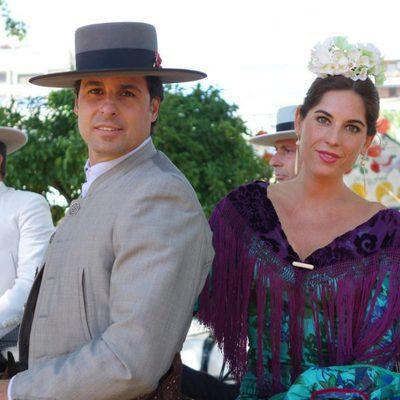 Fran Rivera y Lourdes Montes a caballo en la Feria de Sevilla 2014