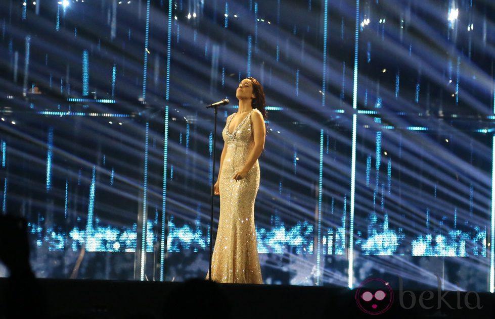 Ruth Lorenzo, con el pelo mojado y nuevo vestido en Eurovisión 2014