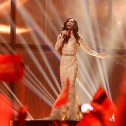 Conchita Wurst durante su actuación en el Festival de Eurovisión 2014