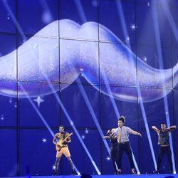 TWIN TWIN durante su actuación en el Festival de Eurovisión 2014
