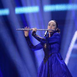 Tinkara Kovac durante su actuación en el Festival de Eurovisión 2014
