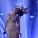 Ruth Lorenzo mueve su cabello durante su actuación en el Festival de Eurovisión 2014