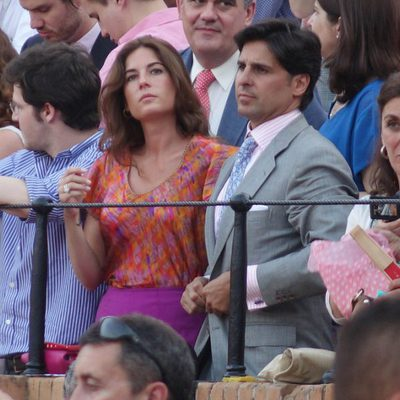 Fran Rivera y Lourdes Montes viendo los toros en la Feria de Sevilla 2014