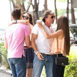 Aitor Ocio y Covi Riva saludan a Israel Bayón y Cristina Sainz