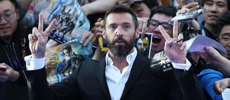 Hugh Jackman con fans en la premiere de Pekín de 'X-Men: días del futuro pasado'
