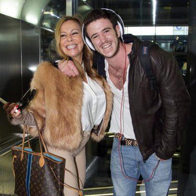 Ana Obregón y Álex Lequio en el aeropuerto