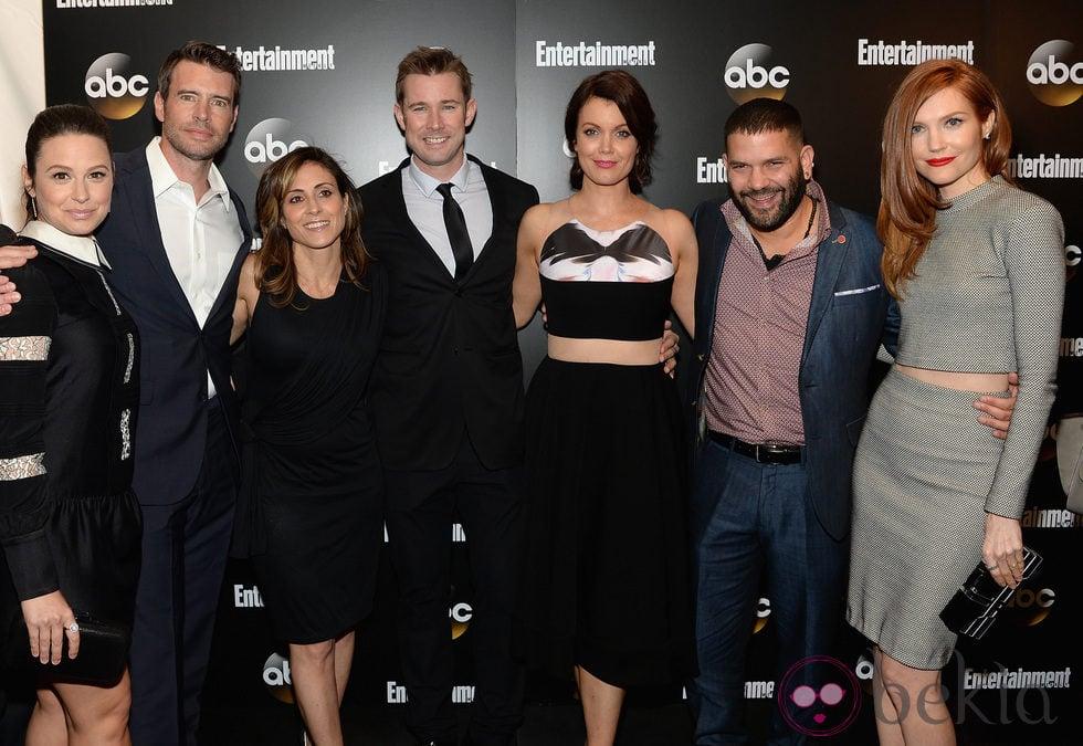 Katie Lowes, Scott Foley,Guillermo Diaz y el resto de 'Scandal' en los Upfronts de la ABC 2014