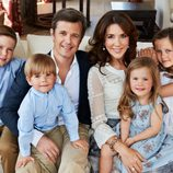 Federico y Mary con sus cuatro hijos en un posado por su décimo aniversario de boda