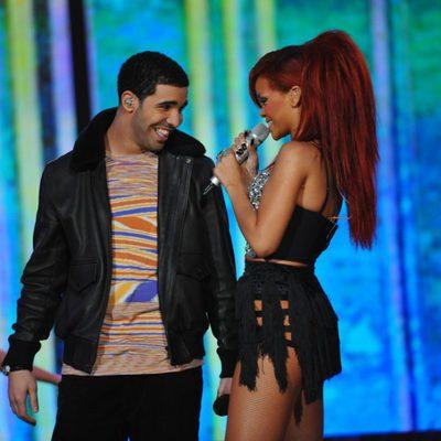 Rihanna y Drake cantan juntos en un partido de la NBA