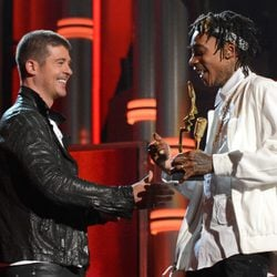 Robin Thicke y Wiz Khalifa en los Billboad Music Awards 2014