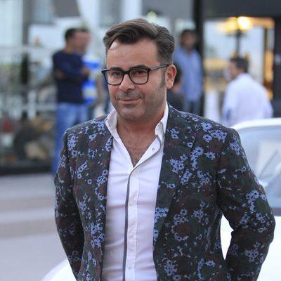 Jorge Javier Vázquez posando como embajador de coches de lujo de alquiler en Ibiza
