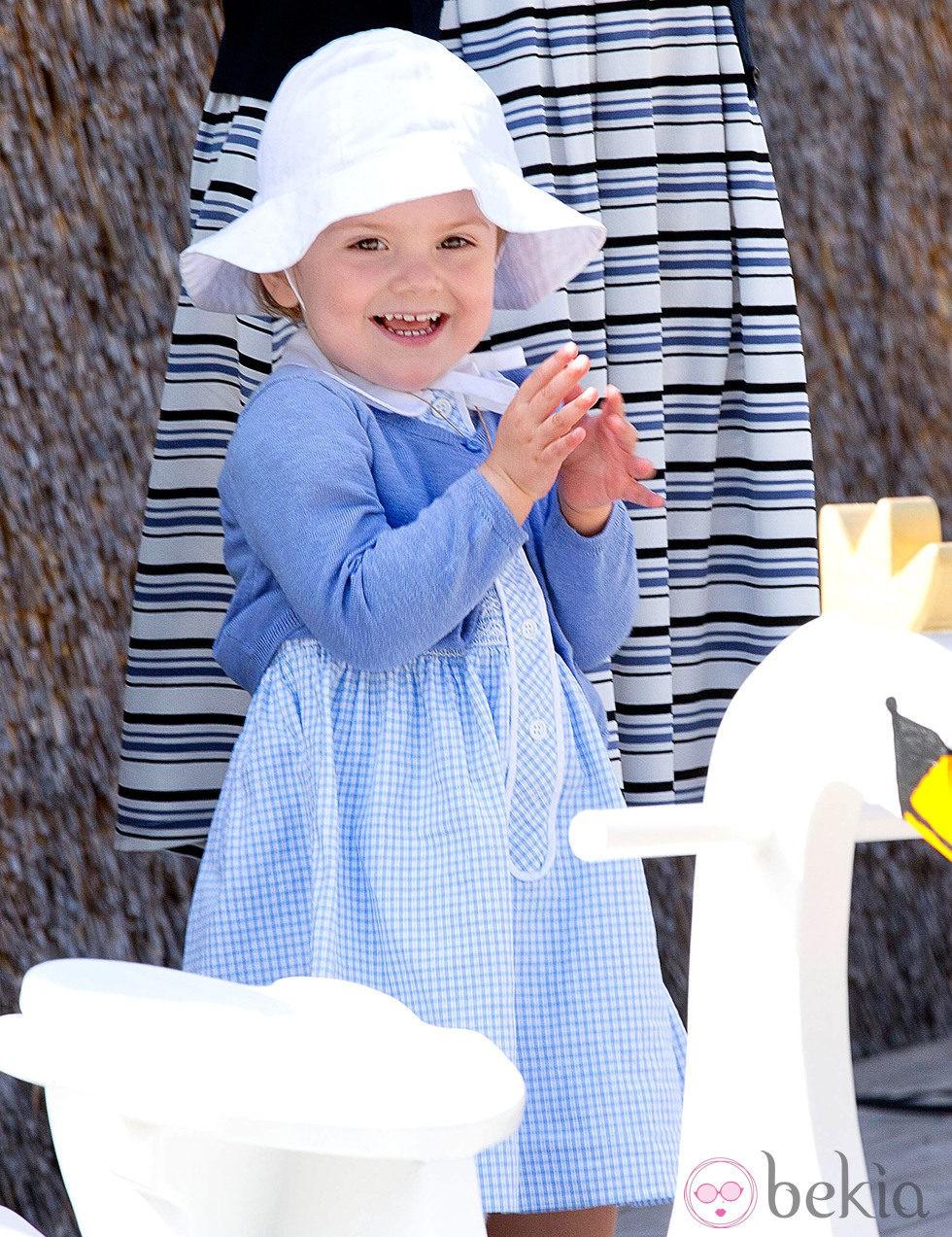 Estela de Suecia, muy feliz en la inauguración del sendero del castillo de Linköping