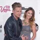 Ryan Tedder y Genevieve Tedder futuros padres en Billboard 2014
