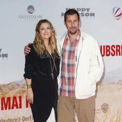 Drew Barrymore y Adam Sandler en el estreno de 'Juntos y revueltos' en Berlín