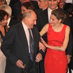 La Princesa Letizia con el empresario de 101 años Miguel Pérez