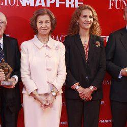 La Reina Sofía y la Infanta Elena en los Premios Sociales 2013 de la Fundación Mapfre