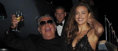 Roberto Cavalli con Irina Shayk en una fiesta en su yate en Cannes 2014