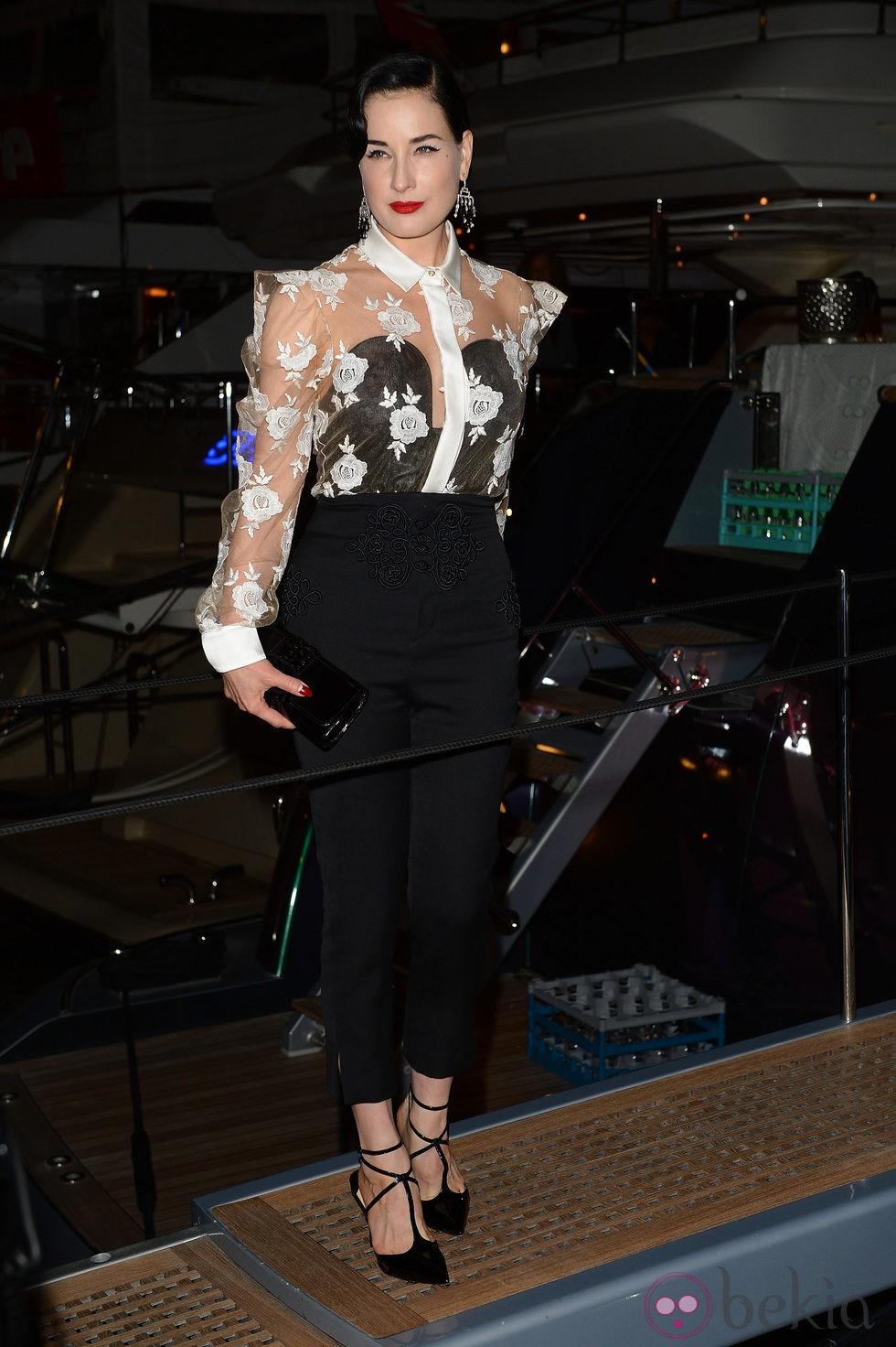 Dita Von Teese en una fiesta en el yate de Roberto Cavalli en Cannes 2014