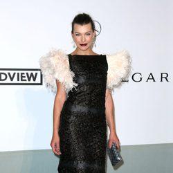 Milla Jovovich en la gala amfAR del Festival de Cannes 2014