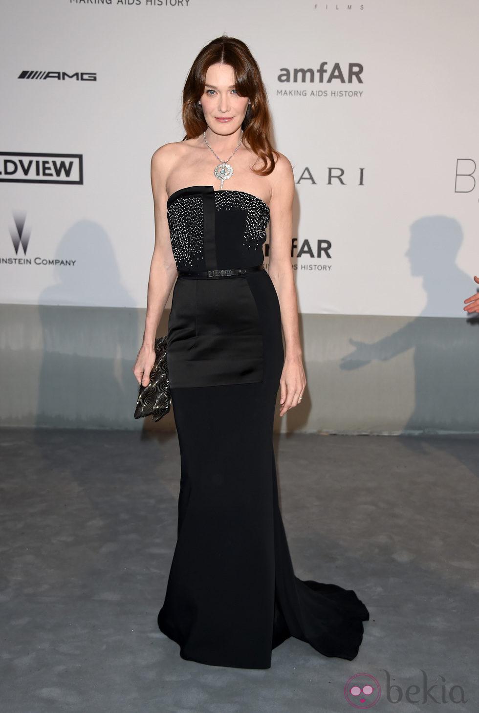 Carla Bruni en la gala amfAR del Festival de Cannes 2014
