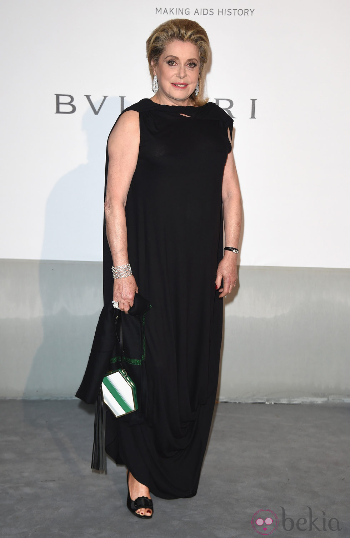 Catherine Deneuve en la gala amfAR del Festival de Cannes 2014