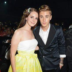 Lana del Rey y Justin Bieber en la gala amfAR del Festival de Cannes 2014