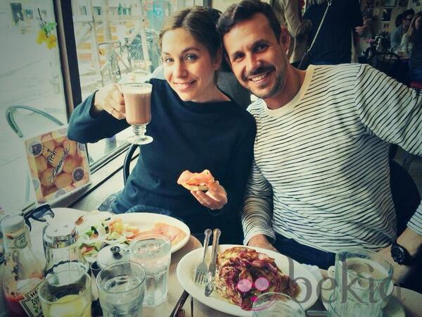 Leire Martínez y Jacobo Bustamante desayunando