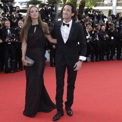 Adrian Brody y Lara Lieto en el Festival de Cannes 2014
