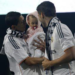 Ángel Di María con su hija Mía en la celebración de la décima Champions del Real Madrid