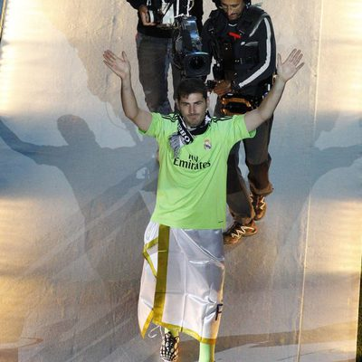 Iker Casillas celebrando la décima Champions del Real Madrid en el Bernabéu