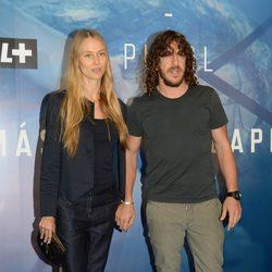 Carles Puyol y Vanesa Lorenzo en el estreno del documental 'Puyol, más que un capitán'